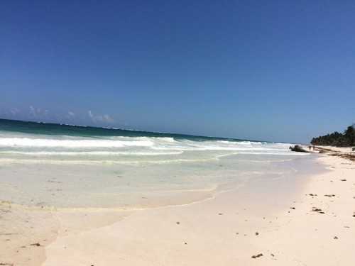 Tulum has white sand beaches, relaxing hotels, tasty restaurants… and the Caribbean Sea.