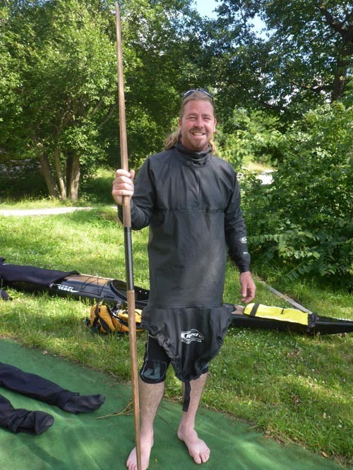 Shaun looked uber cool in a tuilik and with a Greenland paddle.